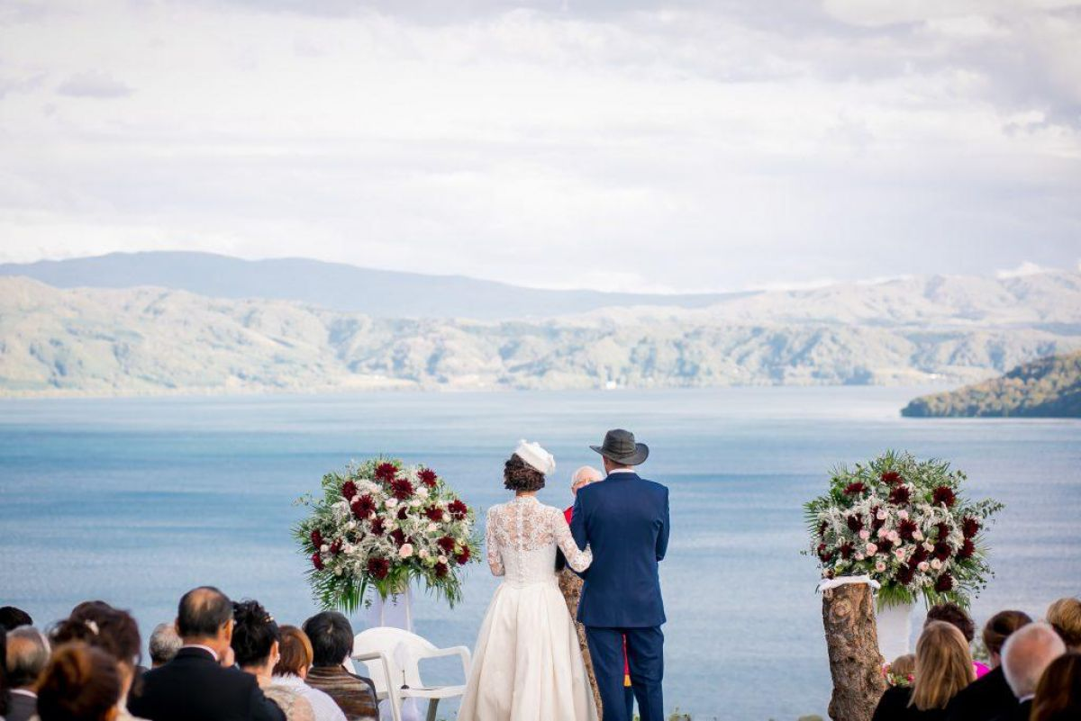 Lake Toya wedding