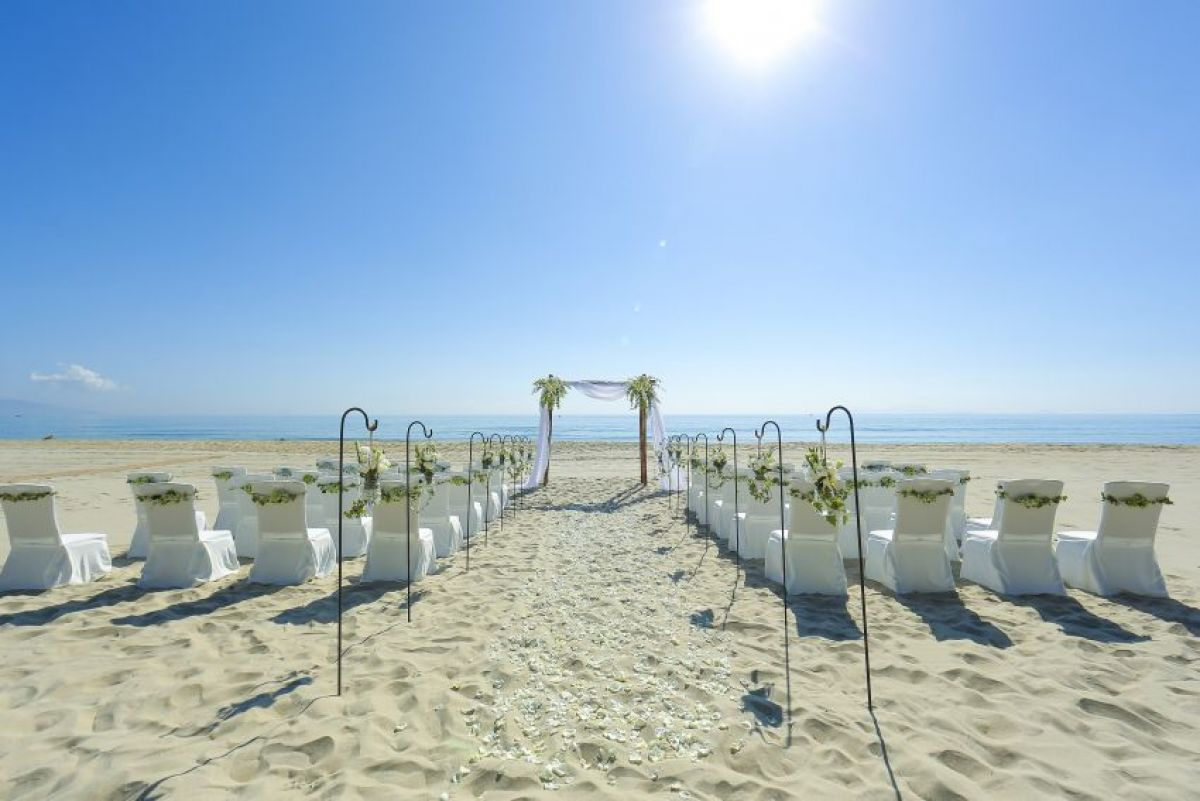 Wedding at NAMAN RETREAT, DANANG[