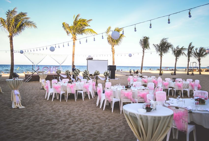 Holiday Beach Hotel Amp Resort Danang Plan Your Wedding