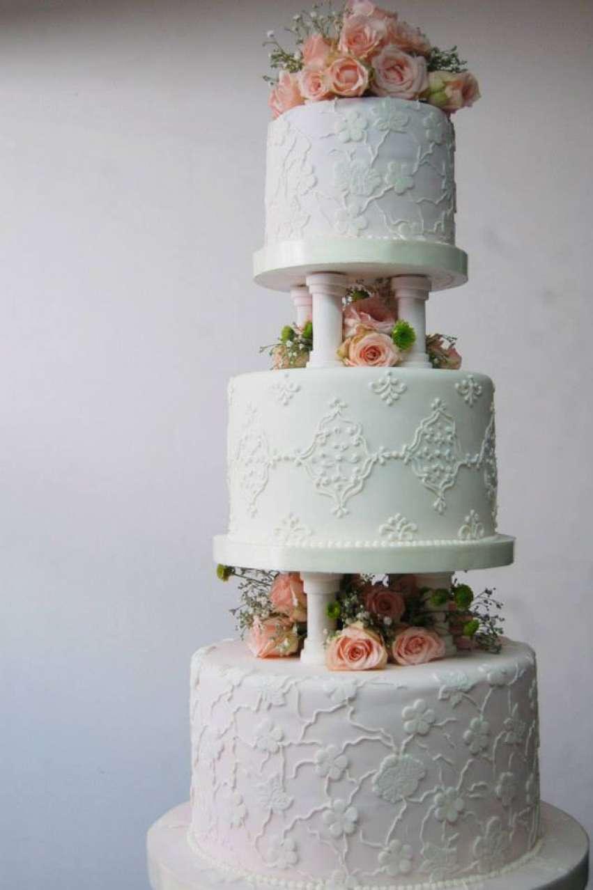Ixora Cakes | Wedding cakes Bali | Hitchbird
